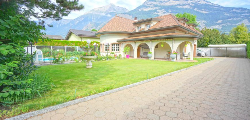 Maison de maitre 8 pces ½ de 235 m2 avec une grande piscine